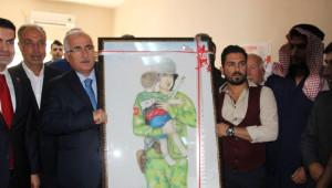 Suriyeli Ressamdan Anlamlı Tablo