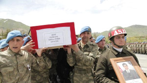 Hakkari Yozgatlı Uzman Çavuş Ikizleri Terör Ayırdı ... Ikizinin Katıldığı Törenle Uğurlandı