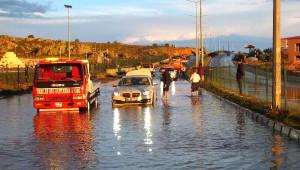 Yozgat'ta Yağmur Suyu Biriken Karayolu Ulaşıma Kapandı