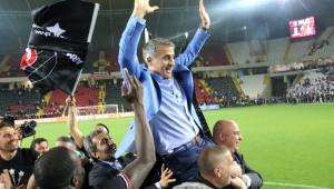 Şenol Güneş, Beşiktaş'la Üst Üste İkinci Kez Şampiyonluk Yaşadı