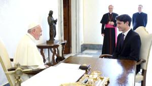 Kanada Başbakanı, Yerli Çocuklara İstismardan Ötürü Papa'dan Resmi Özür Talep Etti