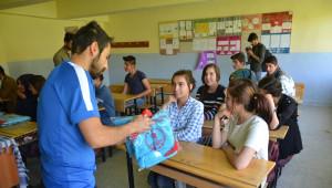 Öğrencilere Spor Malzemesi Desteği