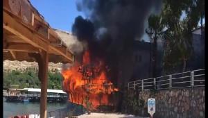 Halfeti'de Duba Restoran Yandı