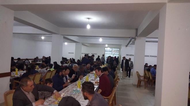 Bulanıklı İş Adamından 400 Kişiye İftar Yemeği