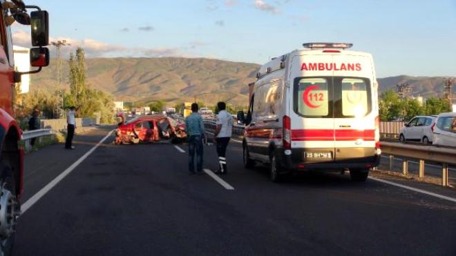 Elazığ'da Kaza: 1 Ölü, 2 Yaralı