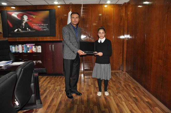 Kaymakam Uzan'dan Türkiye Birincilerine Ödül