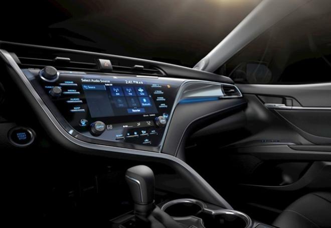 2018 Toyota Camry 'Agl' Bilgi-Eğlence Sistemi Kullanan İlk Otomobil