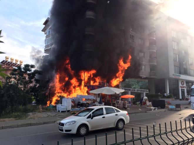 Alanya'da 5 Katlı Bina Alevlere Teslim Oldu