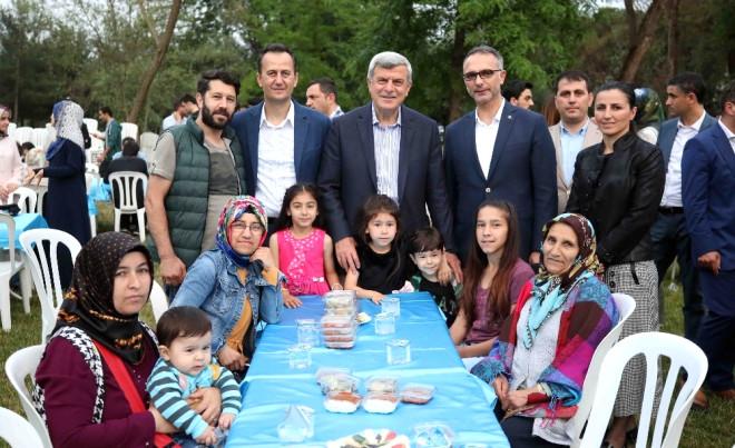 Başkan Karaosmanoğlu, Geleceğin Dahileriyle İftar Yaptı