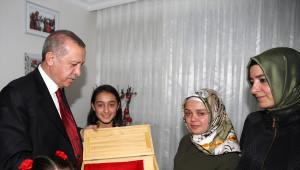 Cumhurbaşkanı Erdoğan Şehit Evinde İftar Yaptı