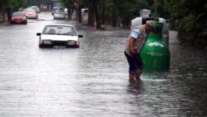 Edirne'de Sağanak Yağışta, Cadde ve Sokaklar Göle Döndü