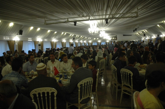 İpekyolu Belediyesinden Şehit ve Gazi Yakınlarna İftar