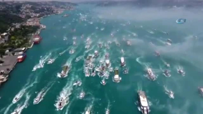 Istanbul Boğazı'nda Beşiktaş Coşkusu