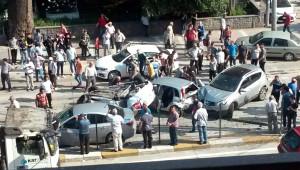 Karşı Şeride Geçen Tır 6 Otomobili Biçti: 8 Yaralı