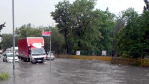 Lüleburgaz'da Sağanak, Cadde ve Sokakları Göle Çevirdi