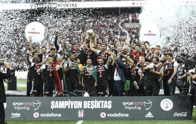 Şampiyon Beşiktaş Kupasını Aldı / Fotoğraflar