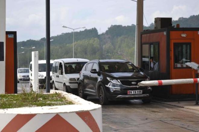 Şirket Tünelden Ücretsiz Geçirmedi Ambulans Dağ Yolundan Gitti