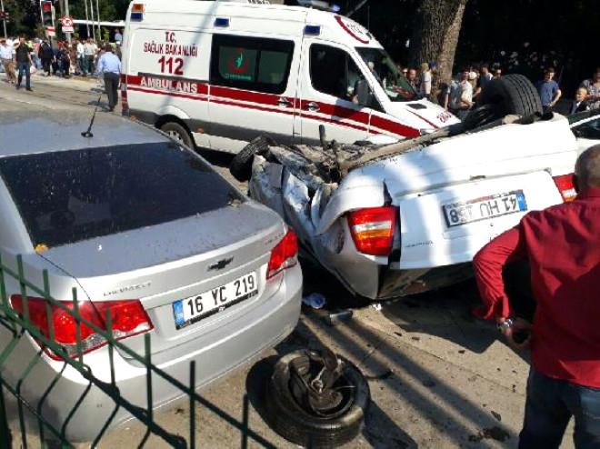 Tır 6 Otomobile Çarptı: 8 Yaralı
