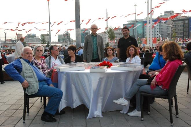Yunan Turizmciler Beyoğlu'nda Ramazan Atmosferini Yaşadı