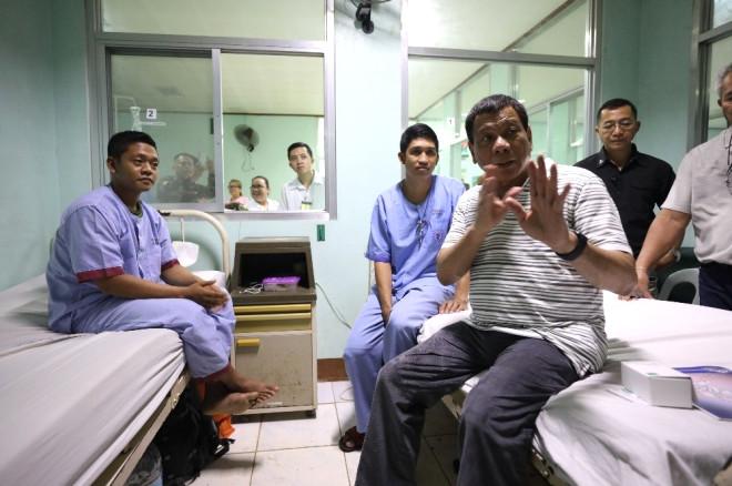 Duterte, Terör Saldırısında Yaralanan Askerleri Ziyaret Etti