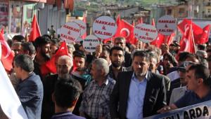 Hakkarililer Ellerinde Türk Bayrakları İl Kalmak İçin Yürüdü