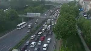 İstanbul'da Tem Otoyolunda Zincirleme Trafik Kazası: Yaralılar Var