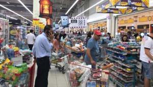 Katar'da Panik! Halk Stok Yapmak İçin Marketlere Hücum Etti