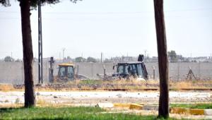 Suriye Sınırında İş Makinelerinin Hareketliliği