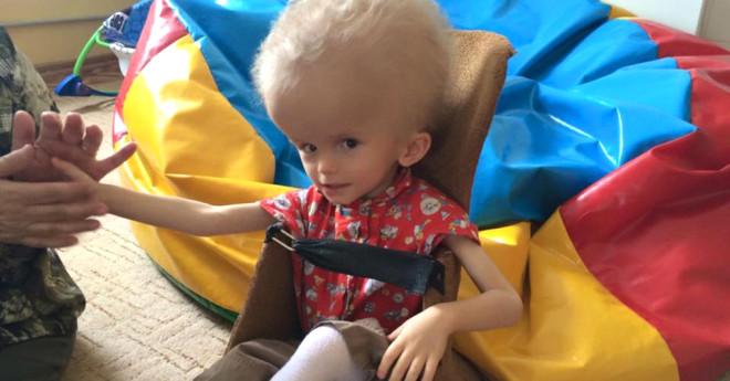 Beyni Su Toplayan Bebeği Anne Babası Terk Etti Ama O Pes Etmedi