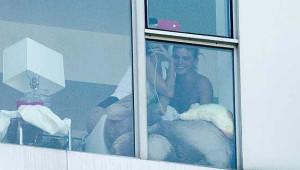Dünyaca Ünlü Model Bella Hadid Evinin Penceresinde Fena Yakalandı
