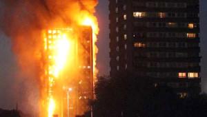 Londra'daki Yangın Dehşetinden Kan Donduran Kareler