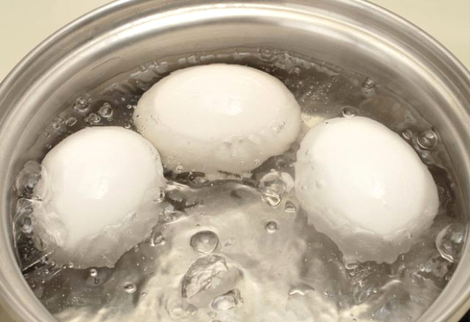 Haşlanmış Yumurtanın Suyunu Dökmeyin!