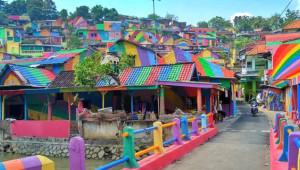 Gökkuşağı Renklerine Boyanan Gecekondu Mahallesine Turist Akını