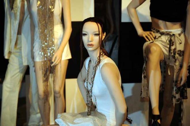 İran - Kadın vitrin mankenleri