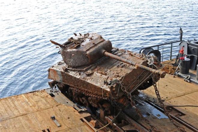 İkinci Dünya Savaşından Kalma Tankları Denizin Dibinden Çıkardılar
