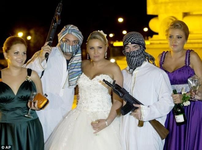 Düğünden Önce Gelini Kaçırıyorlar! İşte İlginç Düğün Adetleri