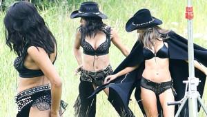 'Victoria Secret' Melekleri, İç Çamaşırlarıyla Kovboy Oldu!