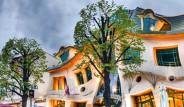 Bir Bina Nasıl Bu Kadar Yamuk Olabilir: Krzywy Domek