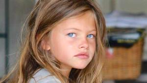 'Dünyanın En Güzel Kızı' Büyüdü, Moda Haftasında Herkesi Büyüledi
