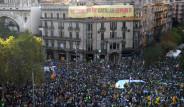 Fotoğraflarla: Katalan Hükümetine Baskınlar Protesto Edildi
