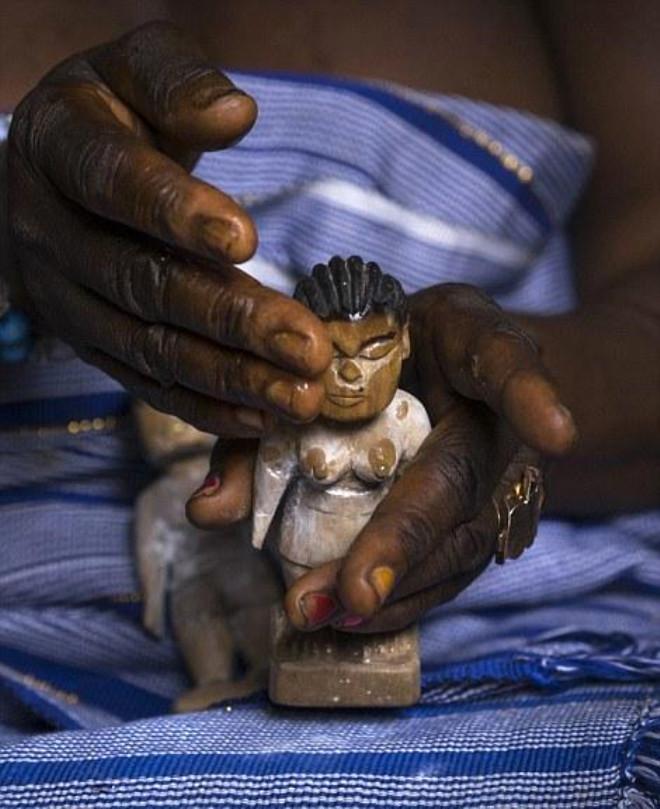 Ölen Bebeklerini Göğüslerinde Taşıyorlar
