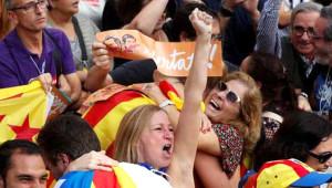 Bağımsızlık İlanının Ardından Katalanlar Sokaklara Döküldü