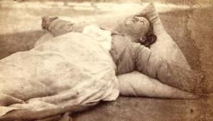 Cinnet ve Uyku Tedavisi Gören Kadınların Korkunç Fotoğrafları