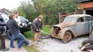 Yarım Asırdır Garajda Unutulan Arabayı Baştan Yarattılar!