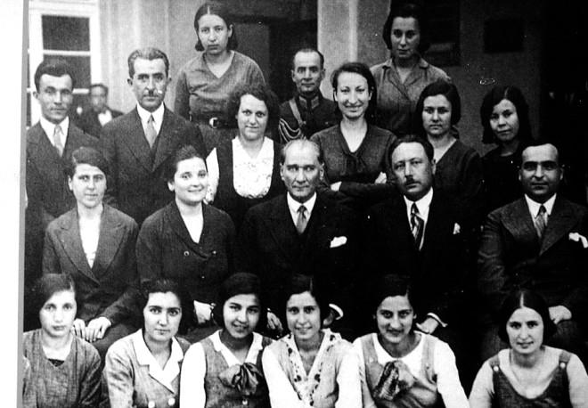 Başöğretmen Atatürk'ün Öğretmenlere Verdiği Değeri Gösteren 20 Sözü