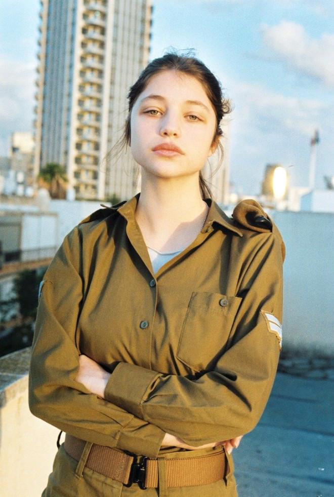 İsrailli Kadın Askerleri Hiç Böyle Görmediniz