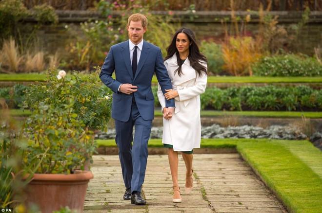 Prens Nişanlısıyla Kamera Karşısında! Elini Bir An Olsun Bırakmadı