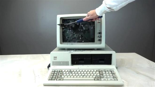 İlk Üretilen Bilgisayarın İçinde Ne Var?