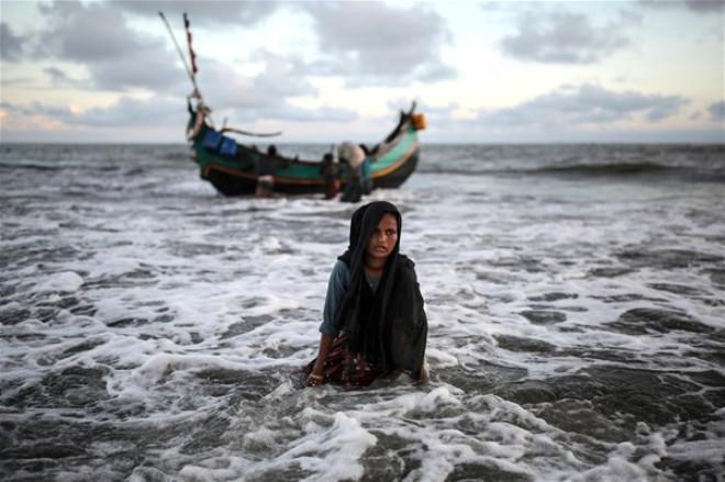 Myanmar'dan teknelerle kaçış