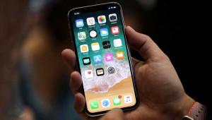 Samsung, iPhone X'ten Servet Kazanacak!